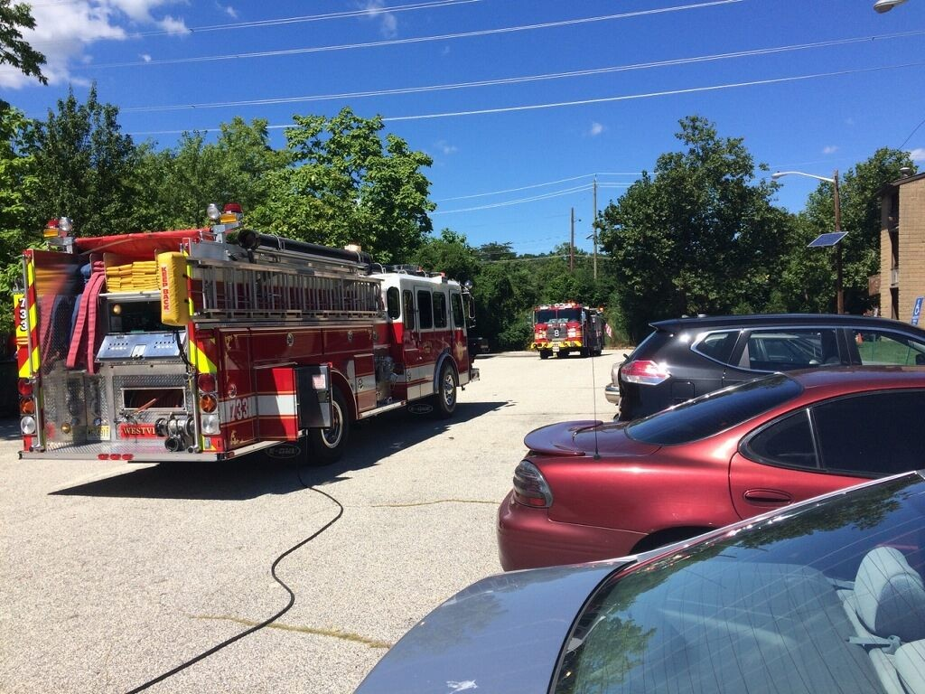 Chief and Engine company handle gas leak at Woodbine apartments