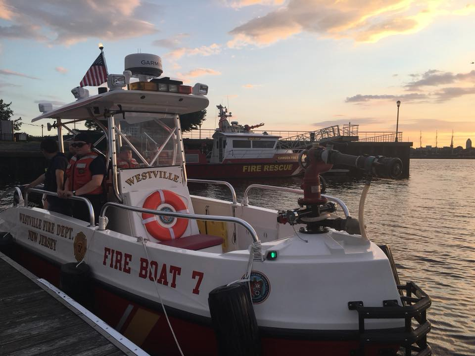 Fire Boat 7 responds to Chester City Pennsylvania